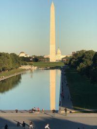 """נגיע לוושינגטון בירת ארה""""ב. ביקור בבית הלבן (ללא כניסה). גן האנדרטאות לזכר לינקולן ומלחמות וייטנאם וקוריאה. נמשיך לסיור במוזיאון השואה וביקור במוזיאון החלל. נצפה בגבעת הקפיטול"""